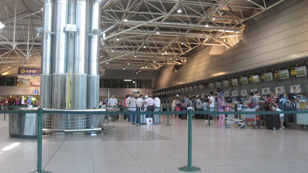 Стойки регистрации в аэропорту Лиссабона