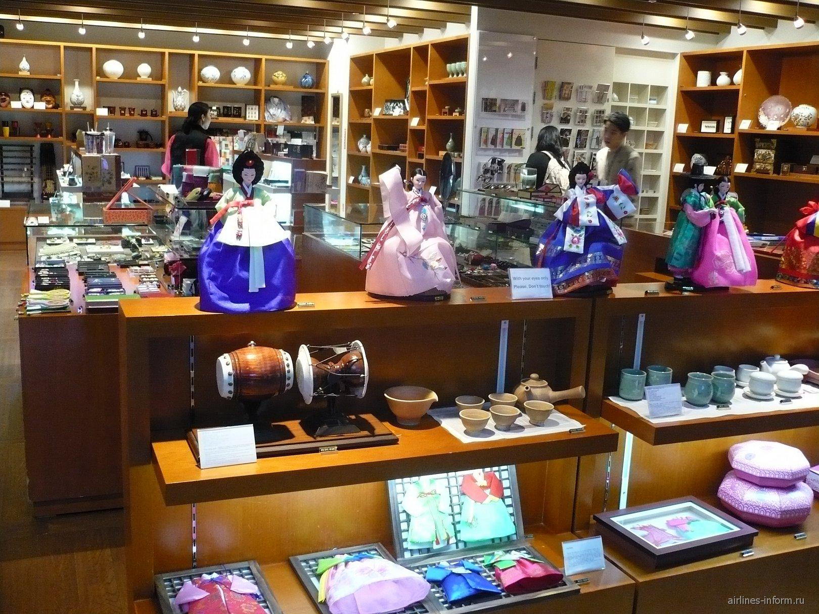 Магазин национальных сувениров в аэропорту Сеул Инчхон