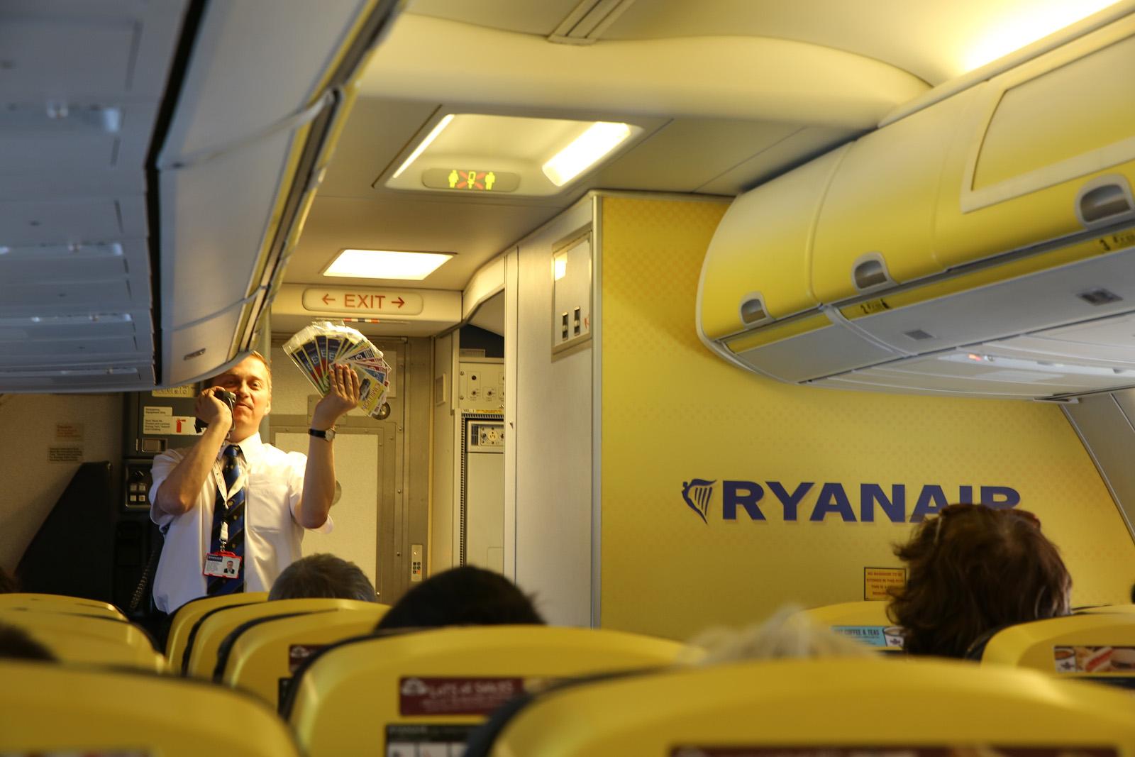 Розыгрыш лотереи на борту самолета авиакомпании Ryaniar