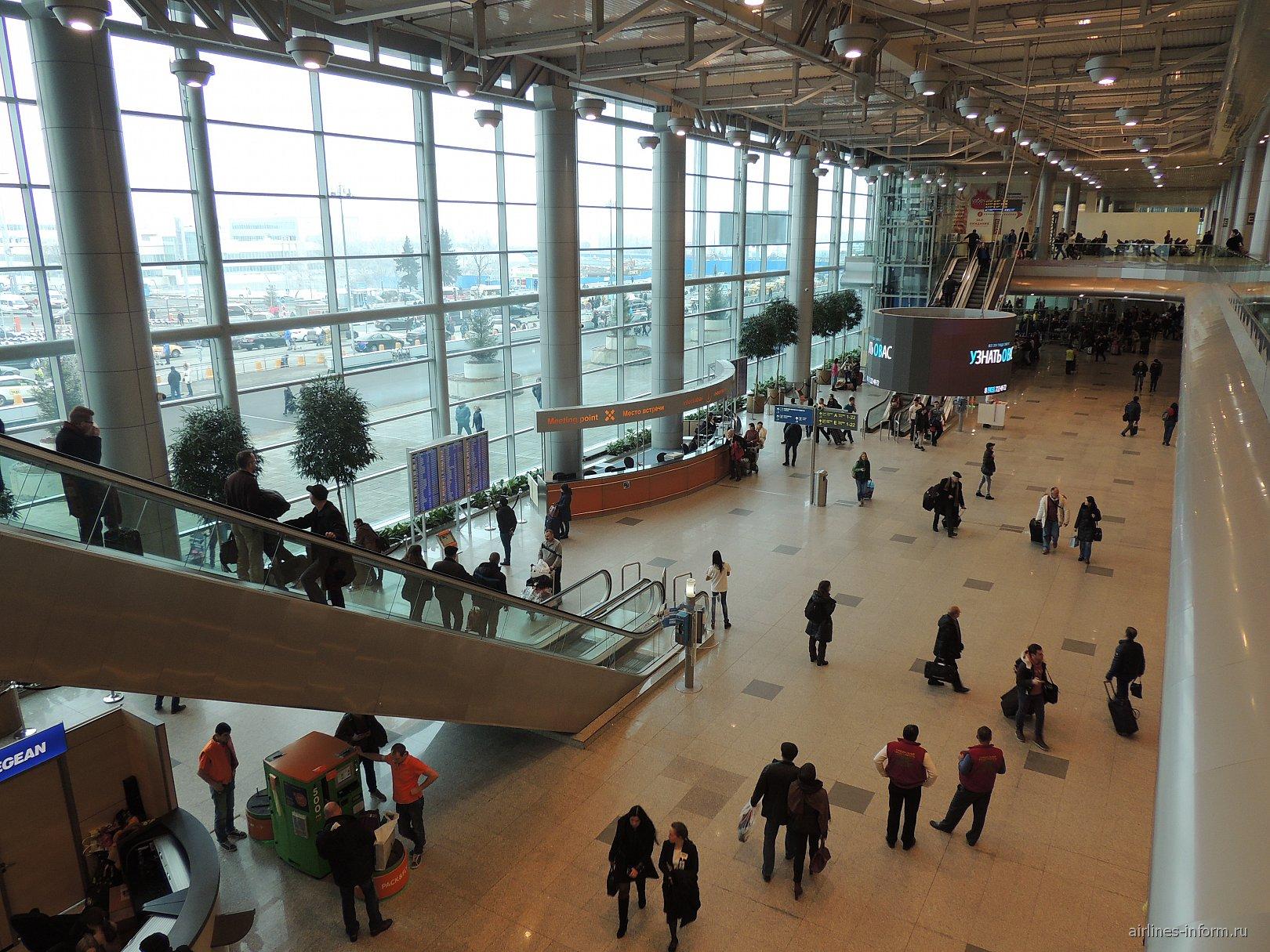 Центральная часть аэровокзала аэропорта Домодедово