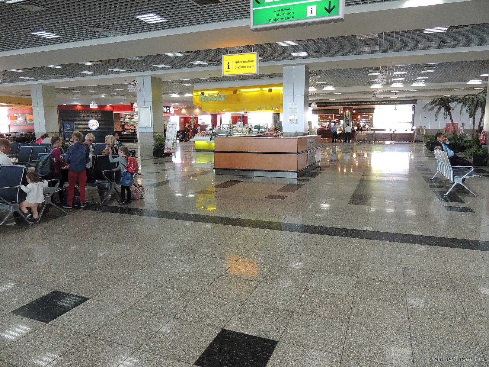 В чистой зоне терминала 2 аэропорта Хургада