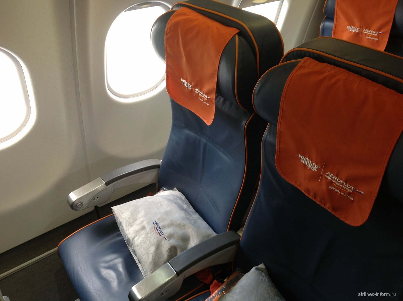 Пассажирские кресла эконом-класса в самолете Airbus A330-300 Аэрофлота