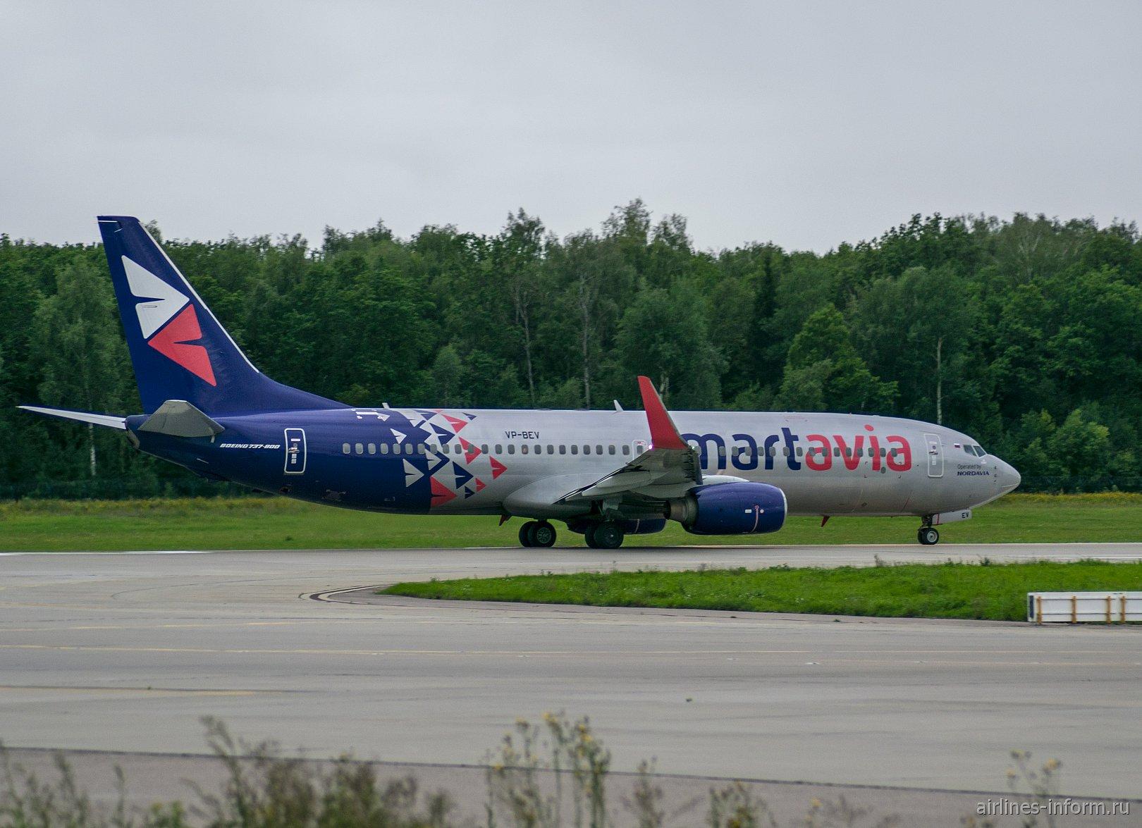 Боинг-737-800 VP-BEV авиакомпании Smartavia в аэропорту Домодедово