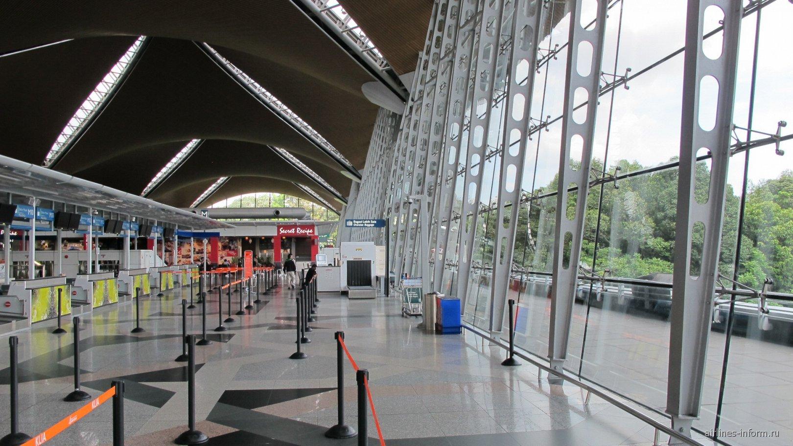 Зона регистрации в основном терминале аэропорта Куала-Лумпур