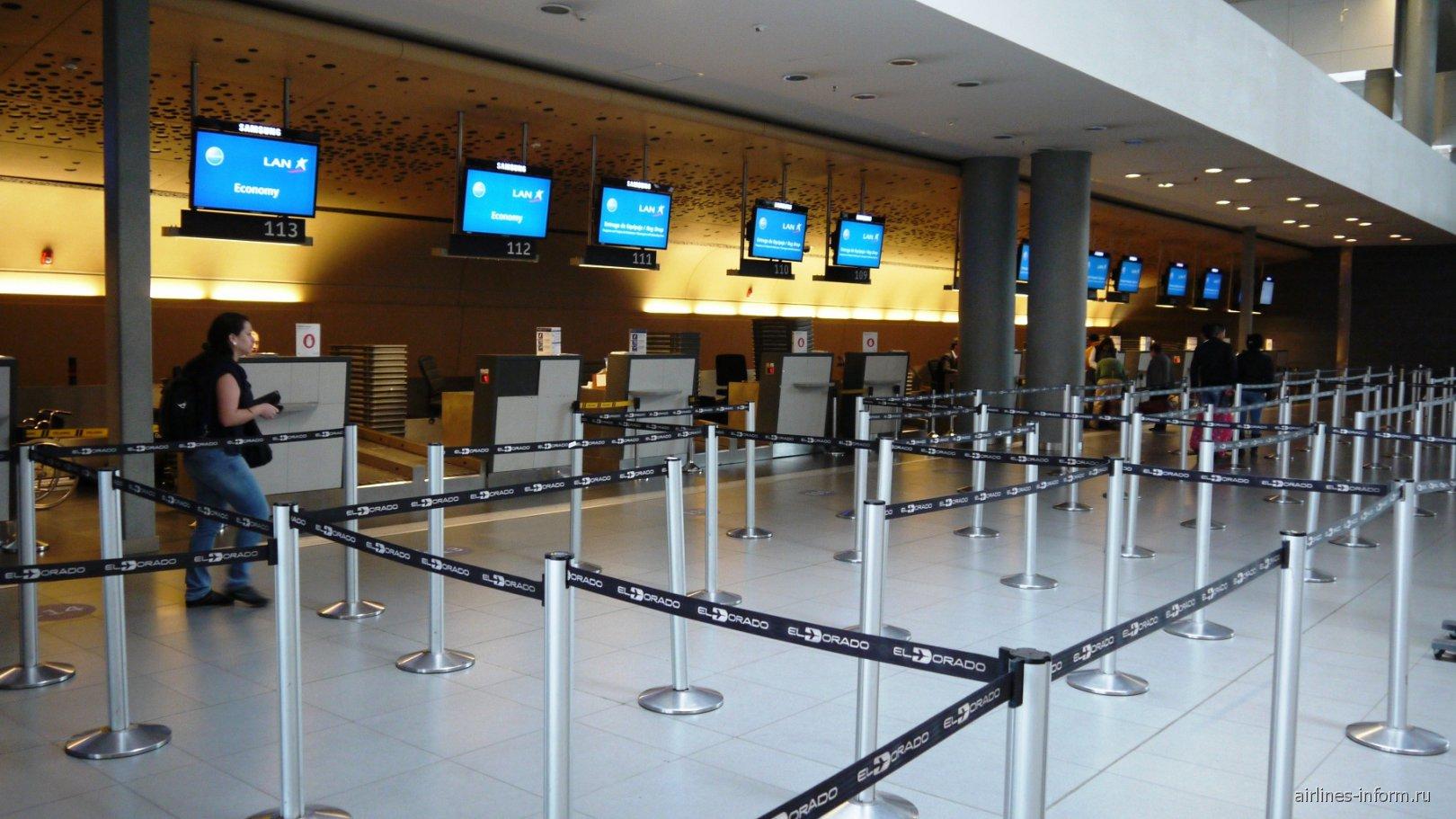 Стойки регистрации в терминале внутренних рейсов аэропорта Богота Эльдорадо