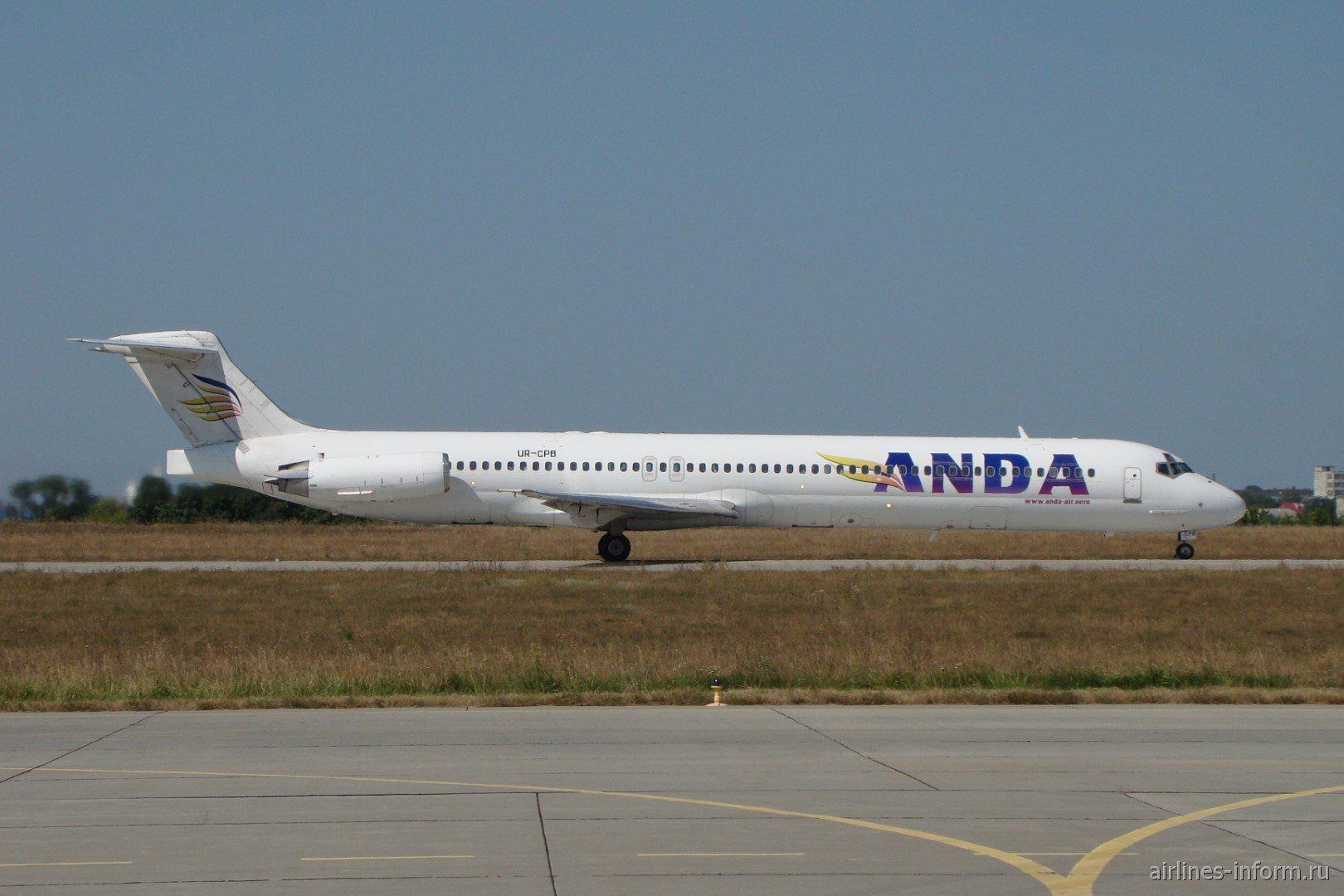 Авиалайнер MD-83 UR-CPB авиакомпании Anda Air в аэропорту Харьков