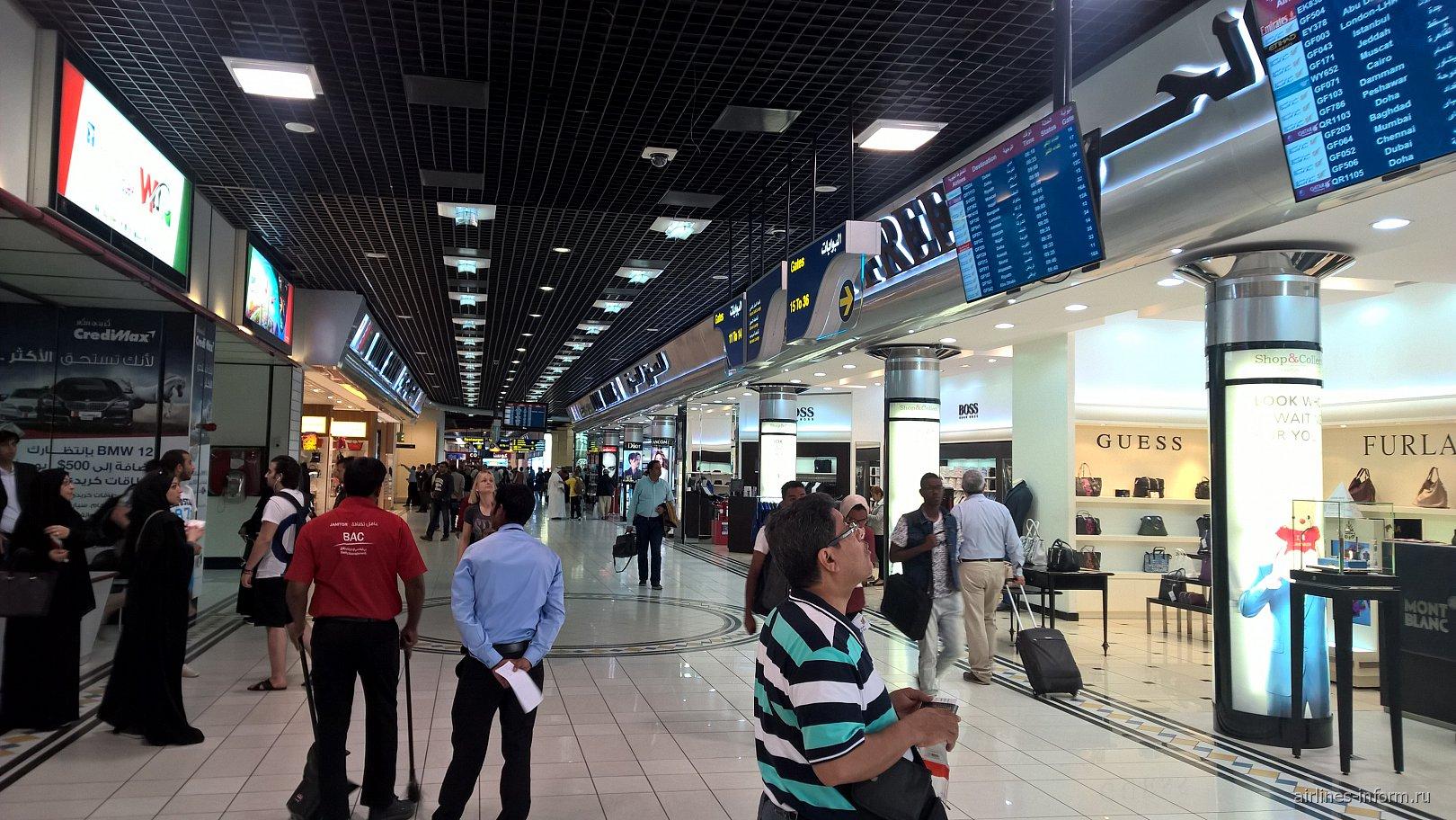 Торговая зона в аэропорту Бахрейн
