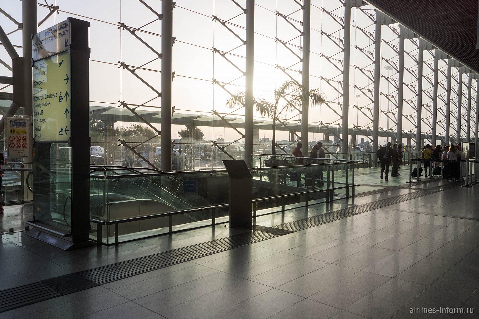 В терминале аэропорта Катания-Фонтанаросса