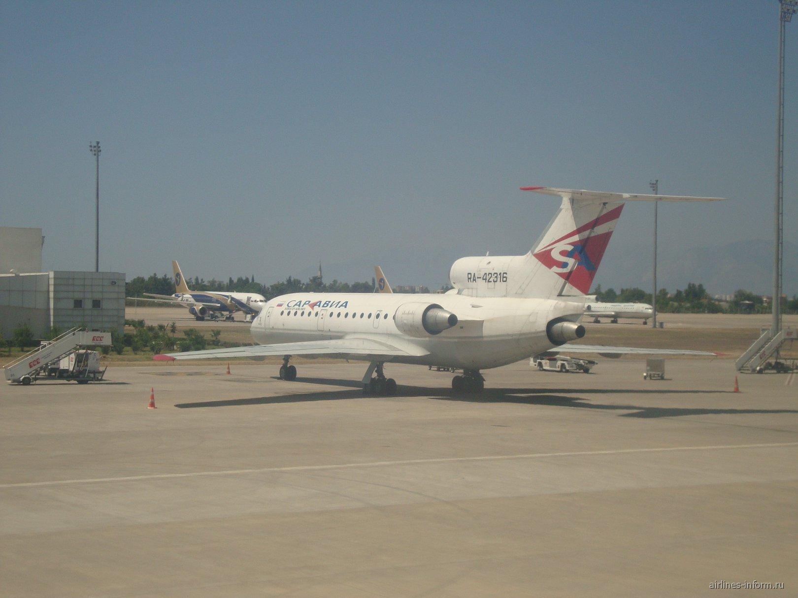 Як-42 Саратовских авиалиний в аэропорту Антальи