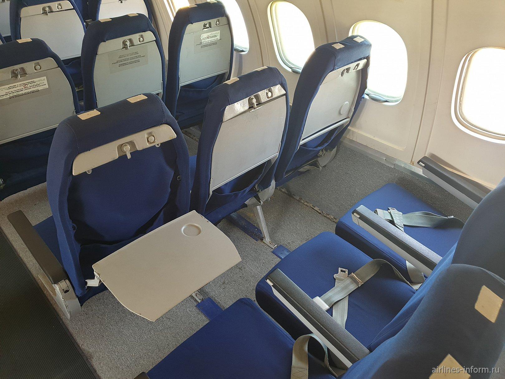 Пассажирские кресла в самолете Ту-154Б-2 авиакомпании Malev