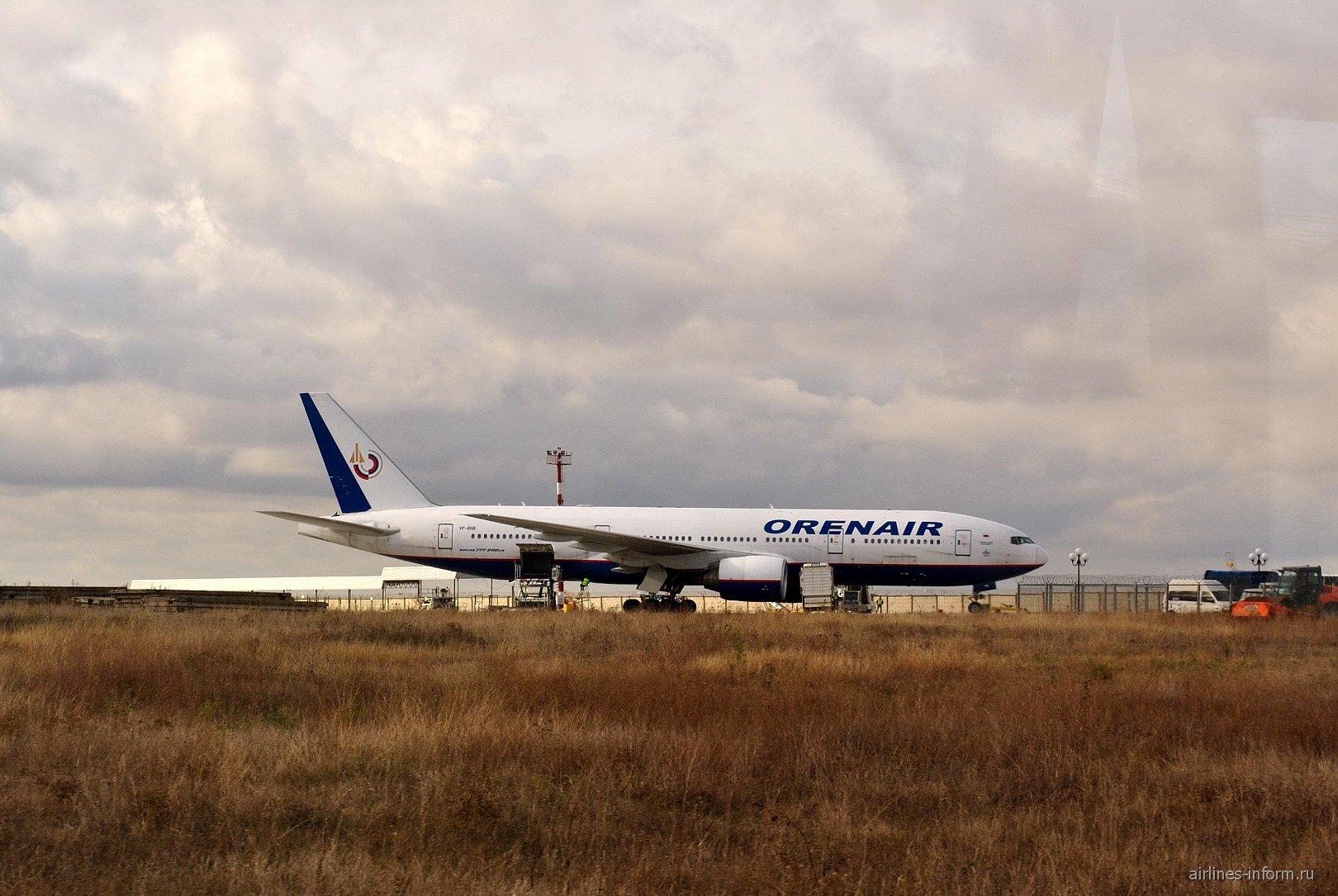 Боинг-777-200 VP-BHB авиакомпании Оренэйр в аэропорту Симферополь