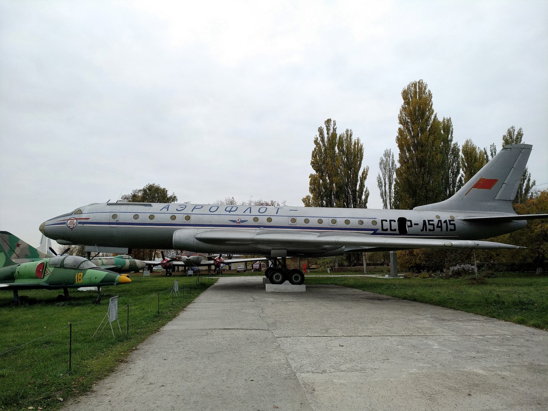 Самолет Ту-104 в Государственном музее авиации Украины