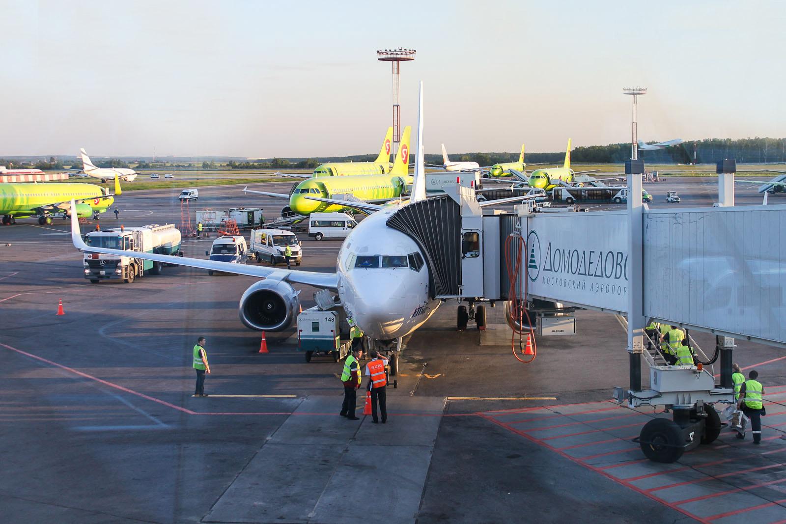 Боинг-737-500 ЮТэйр в аэропорту Домодедово