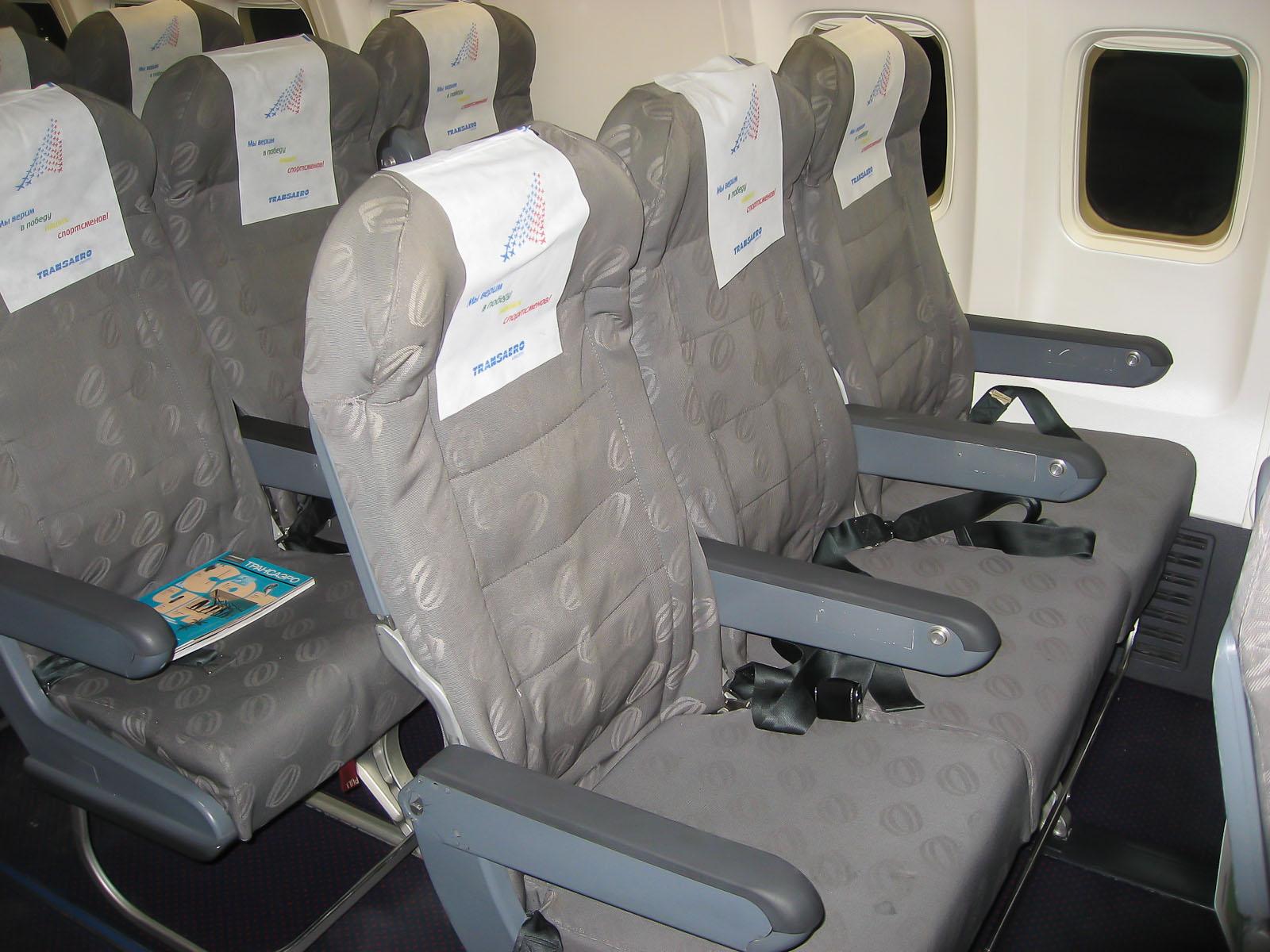 Кресла экономического класса в самолете Боинг-737-700 EI-RUL авиакомпании Трансаэро