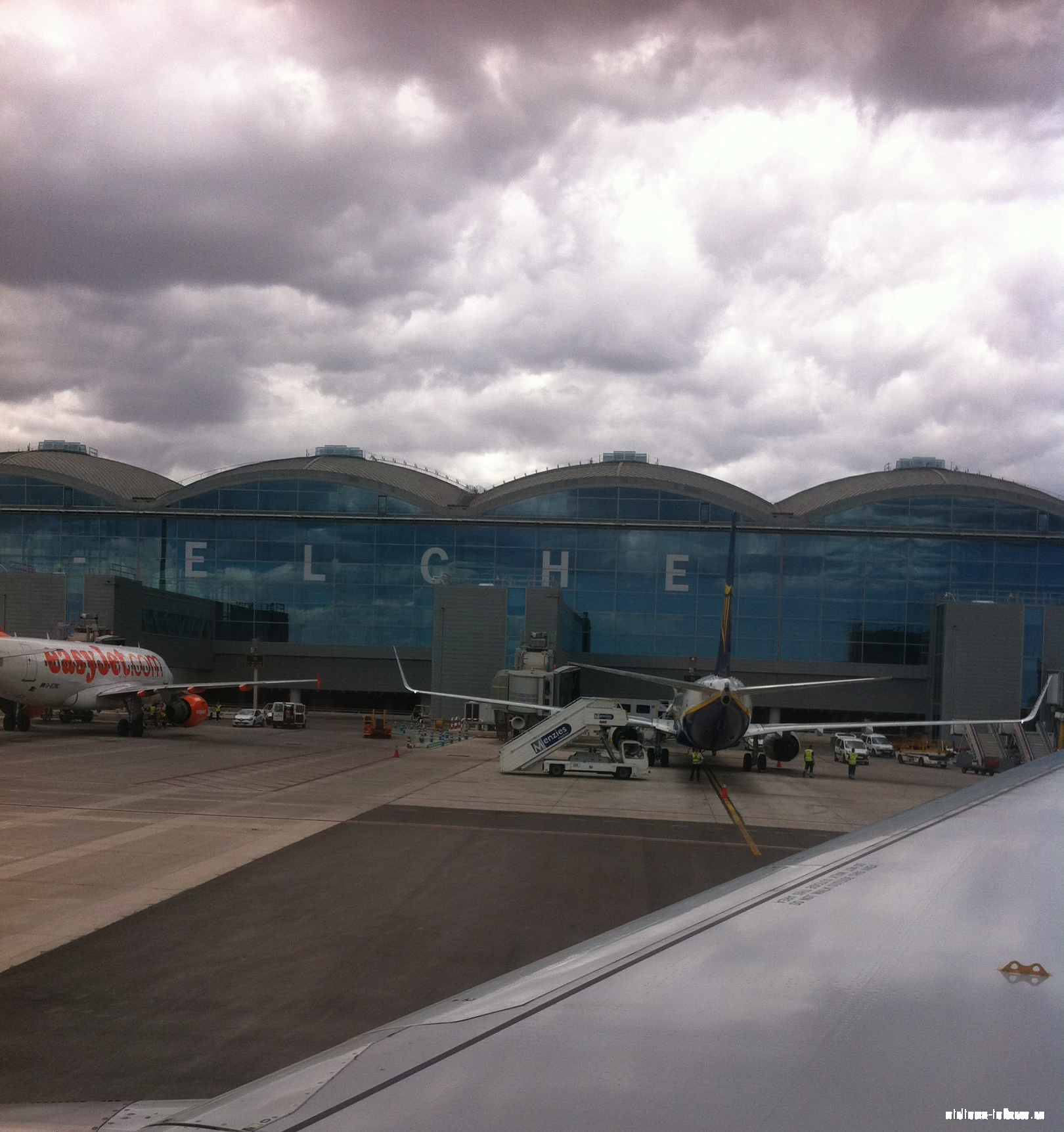 A319 Easyjet и B738 Ryanair