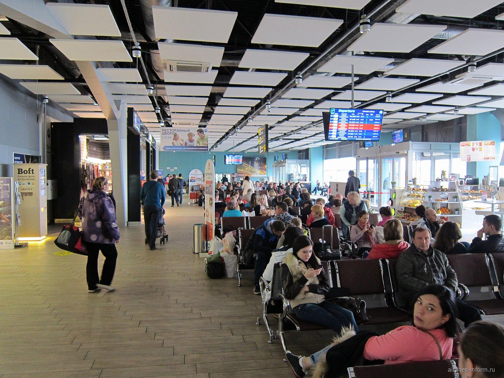 Зал ожидания в чистой зоне внутренних вылетов аэропорта Краснодар Пашковский