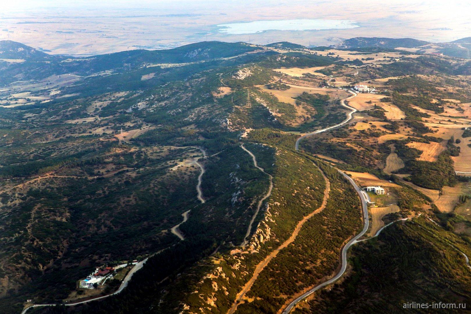 Холмы у города Салоники на севере Греции