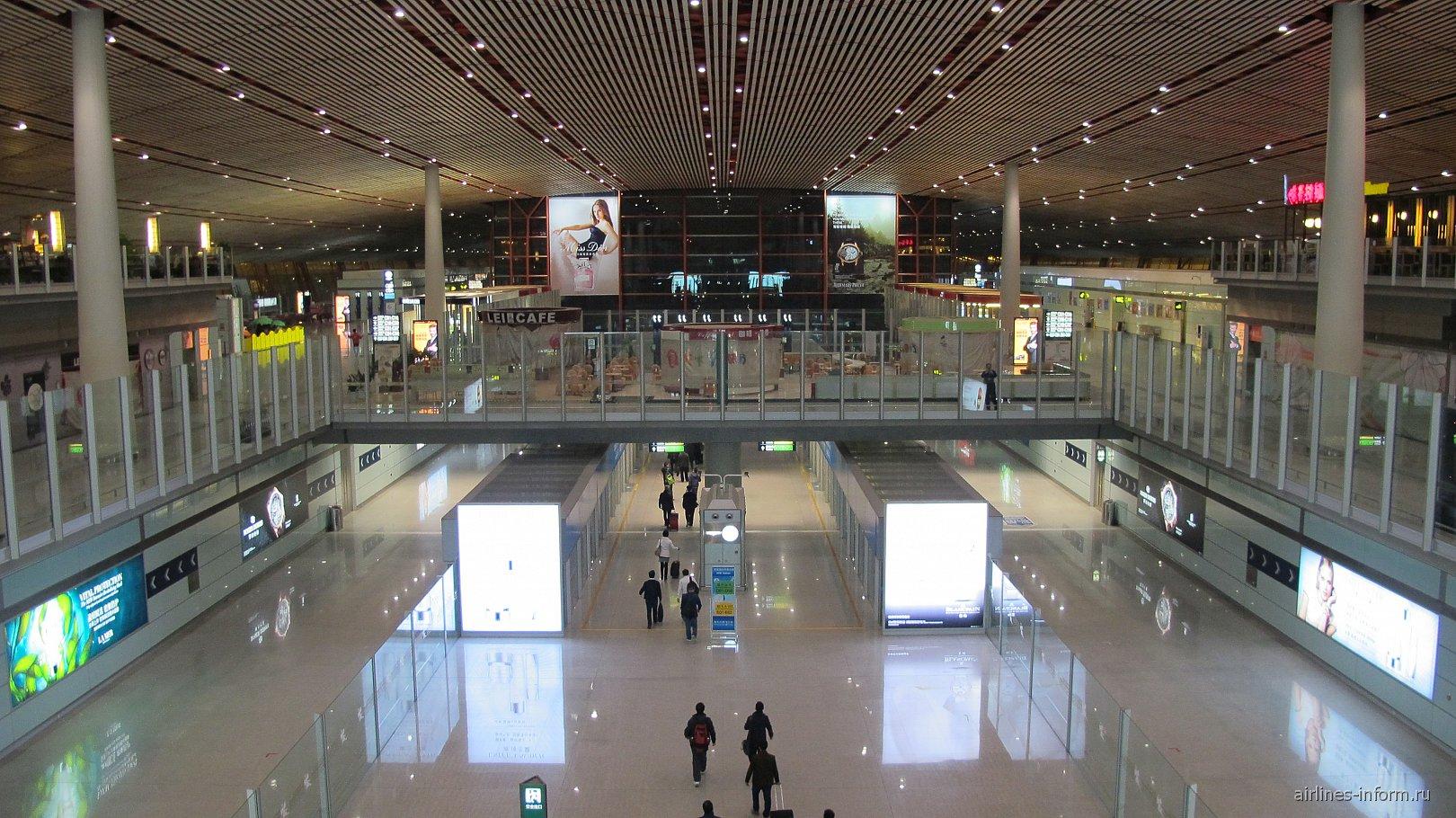 Переход в терминале 3 аэропорта Пекин Столичный