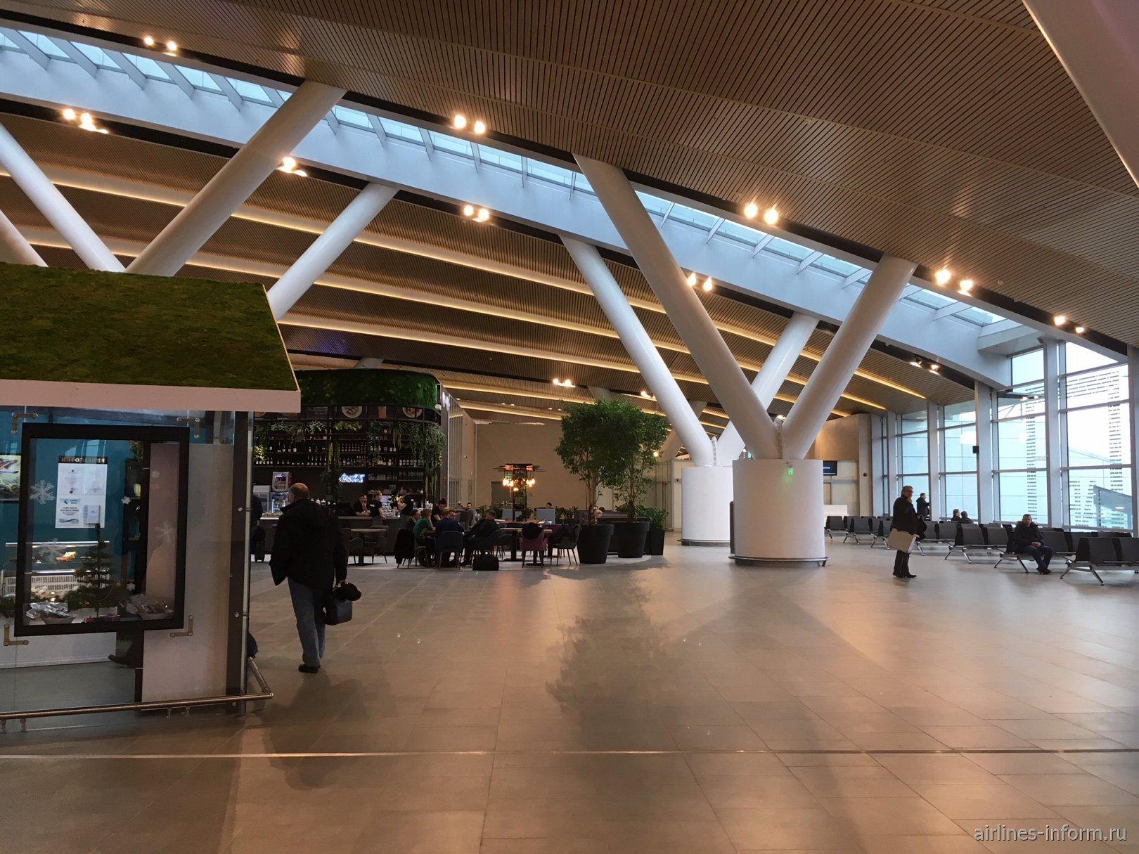В чистой зоне аэропорта Платов в Ростове-на-Дону