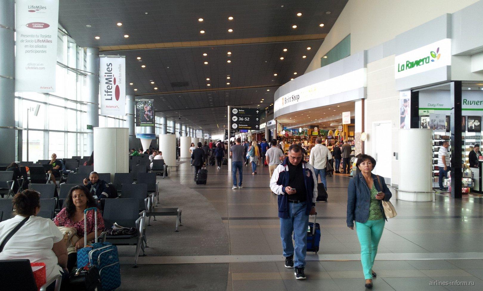В чистой зоне международного терминала аэропорта Богота Эльдорадо