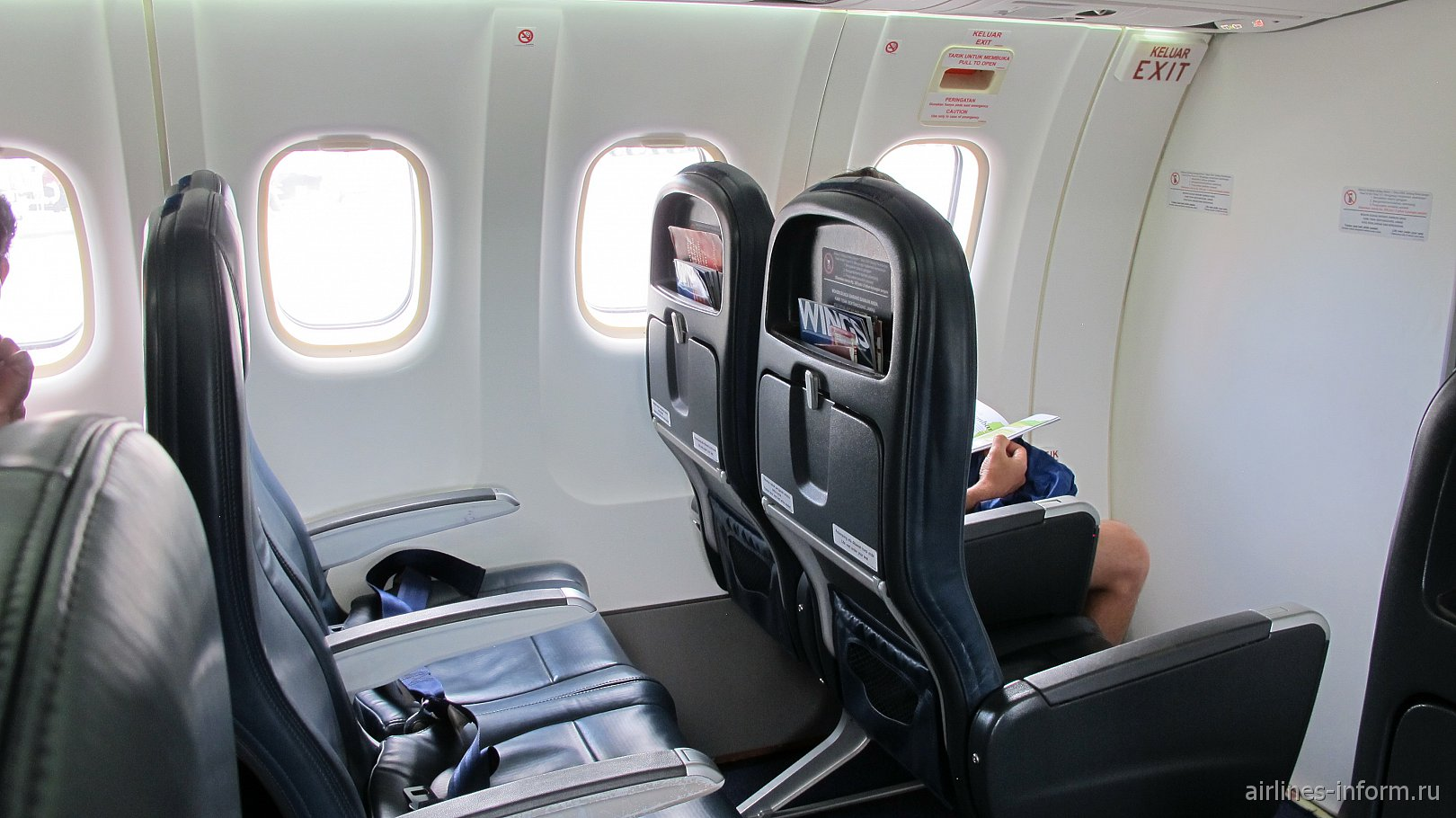 Пассажирские кресла в самолете ATR 72-600 авиакомпании Wings Air