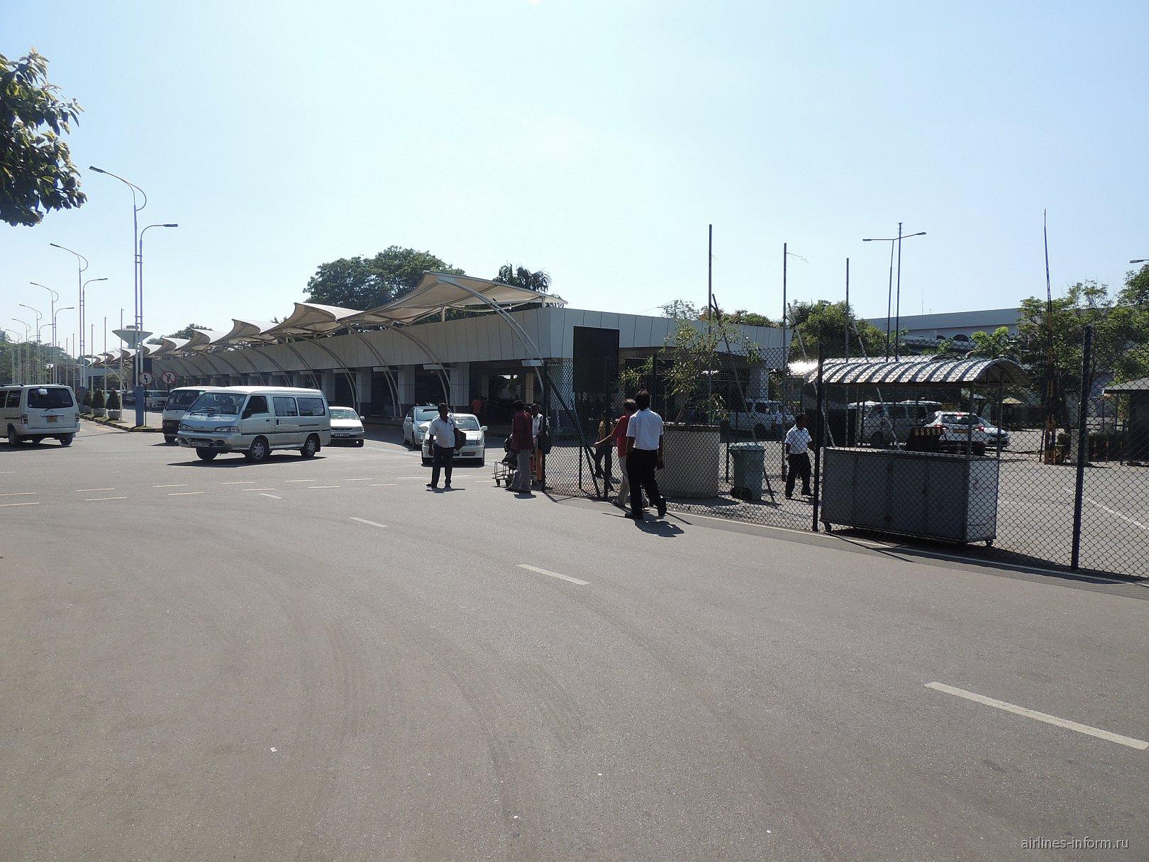 Пассажирский терминад аэропорта Коломбо Бандаранайке