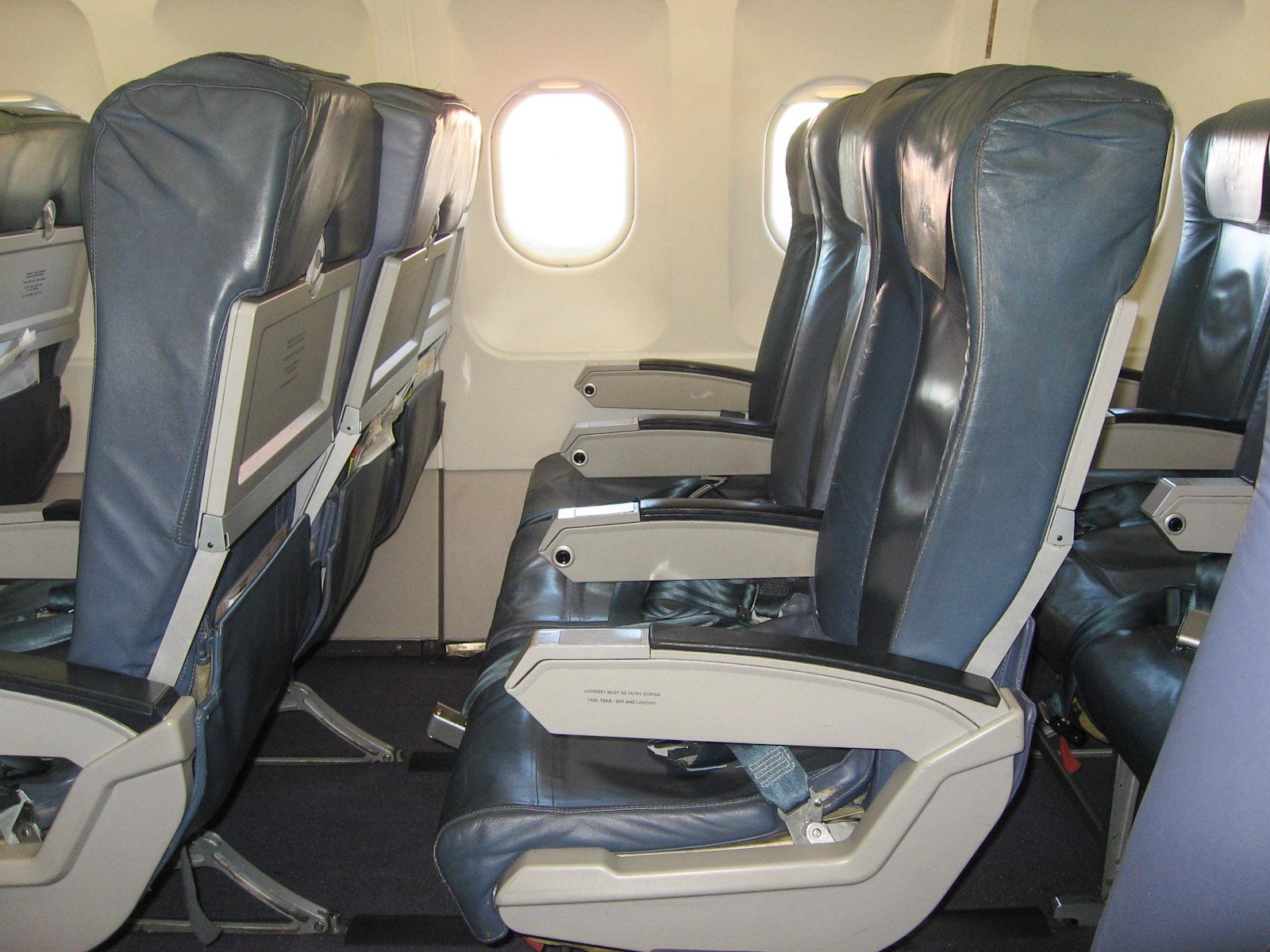 Пассажирские кресла в самолете Airbus A319 авиакомпании TAP Portugal