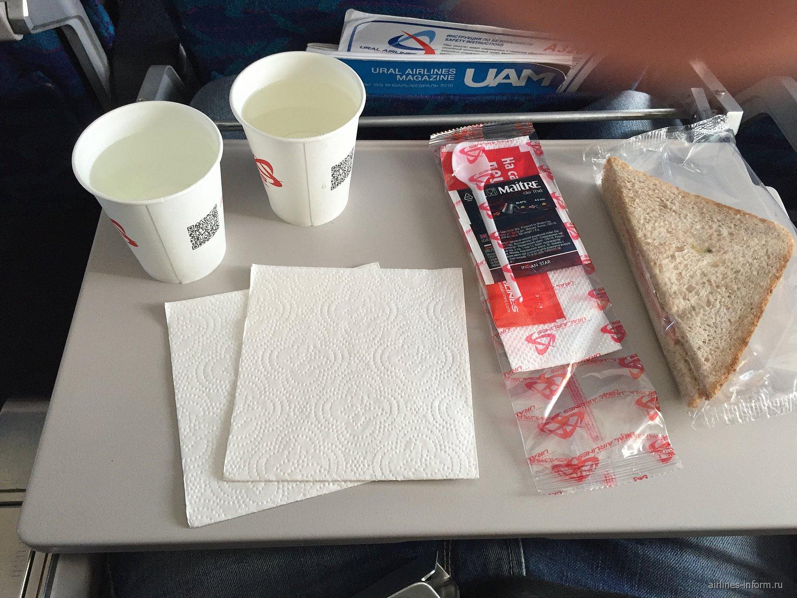 Питание на рейсе Москва-Сочи Уральских авиалиний