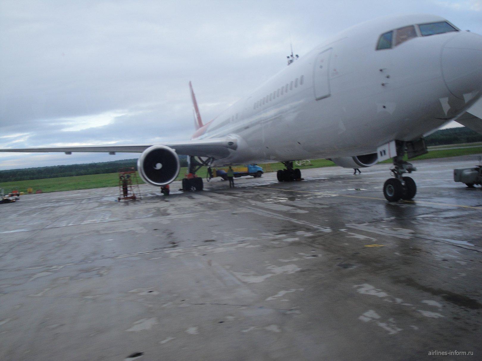С солнечного Кипра в дождливую Сибирь на 767 Боинге Северного Ветра.
