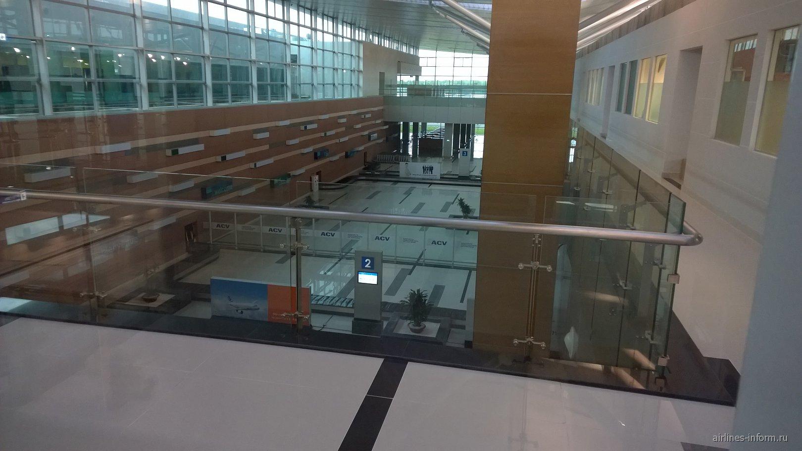 Вид на зону выдачи багажа в аэропорту Фукуок
