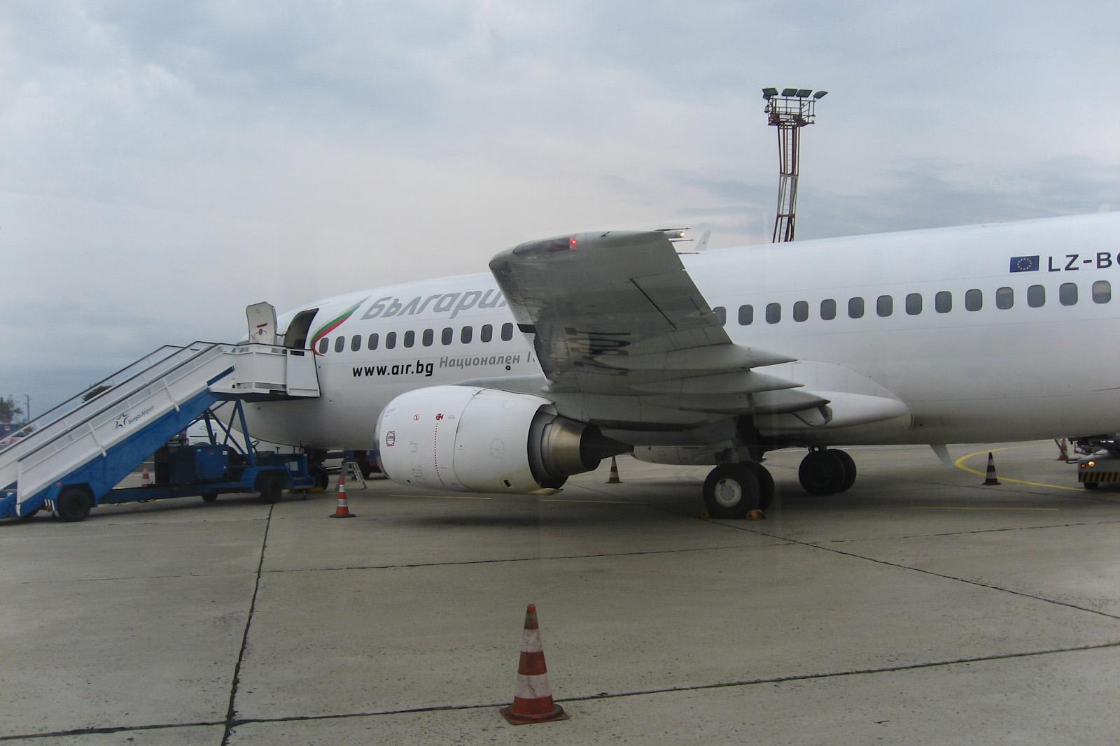 Боинг-737-300 Bulgaria Air и новый терминал аэропорта Бургас