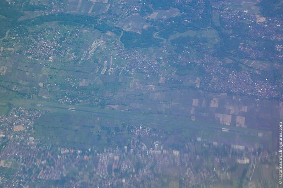 Взлетно-посадочная полоса аэропорта Матарам в Индонезии