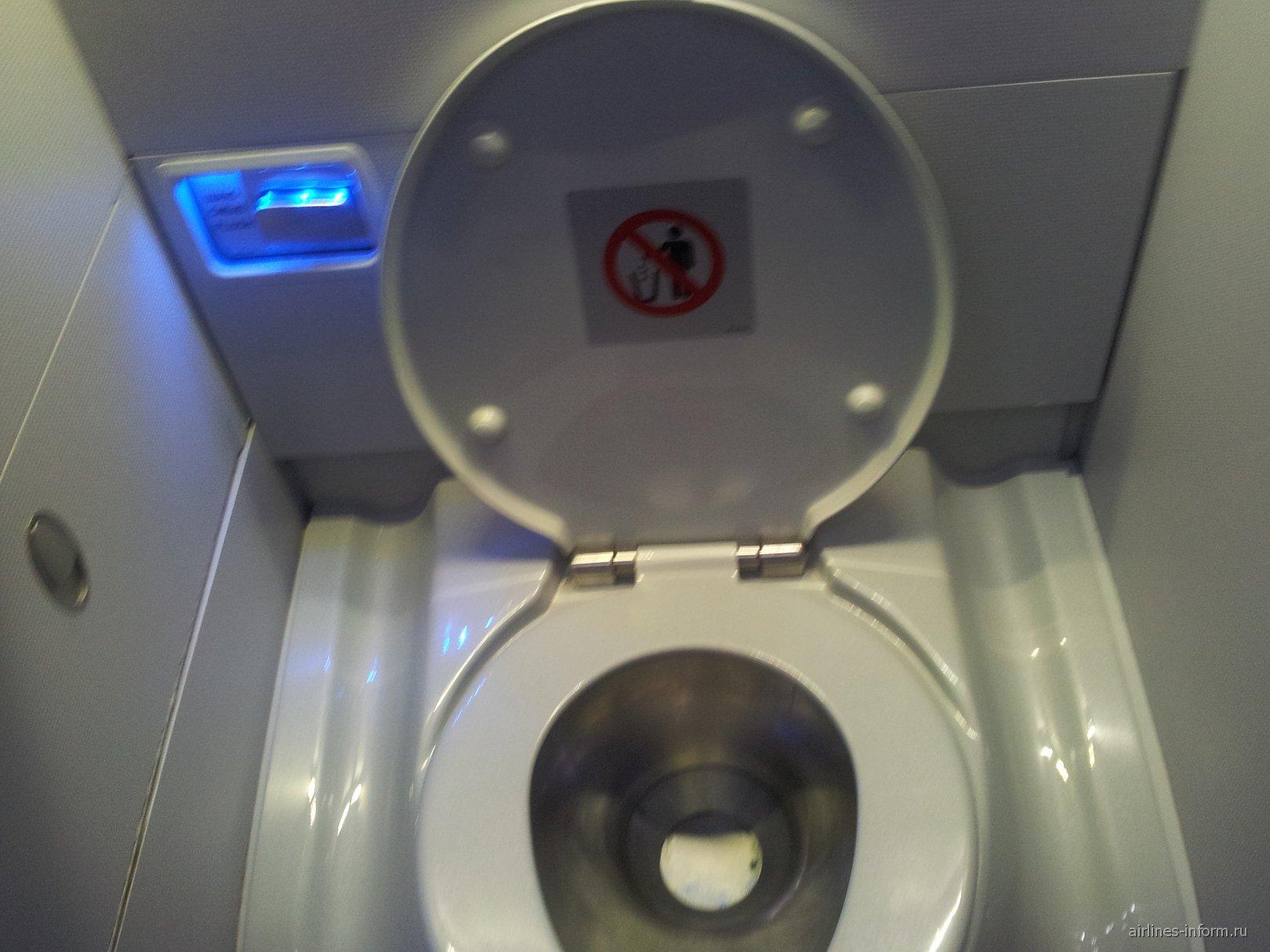 Туалет в Боинге-757-200 Эр Астаны