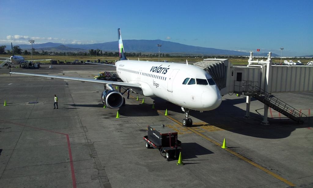 Самолет Airbus A320 авиакомпании Volaris в аэропорту Гвадалахары