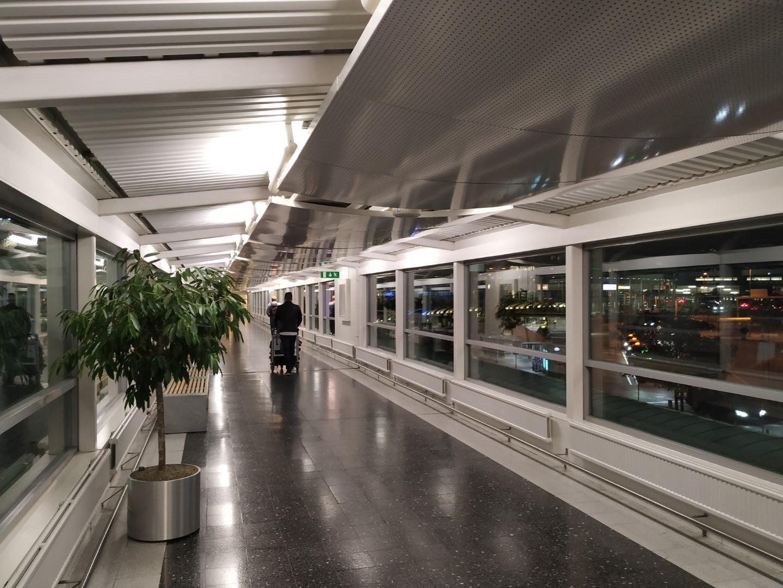 Переход из терминала 3 в терминал 4 аэропорта Стокгольм Арланда