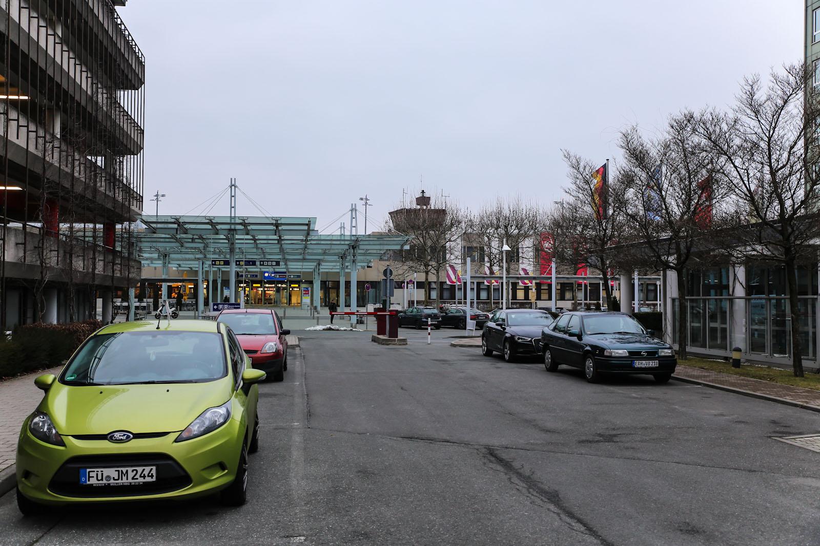 Вид на пассажирский терминал аэропорта Нюрнберг