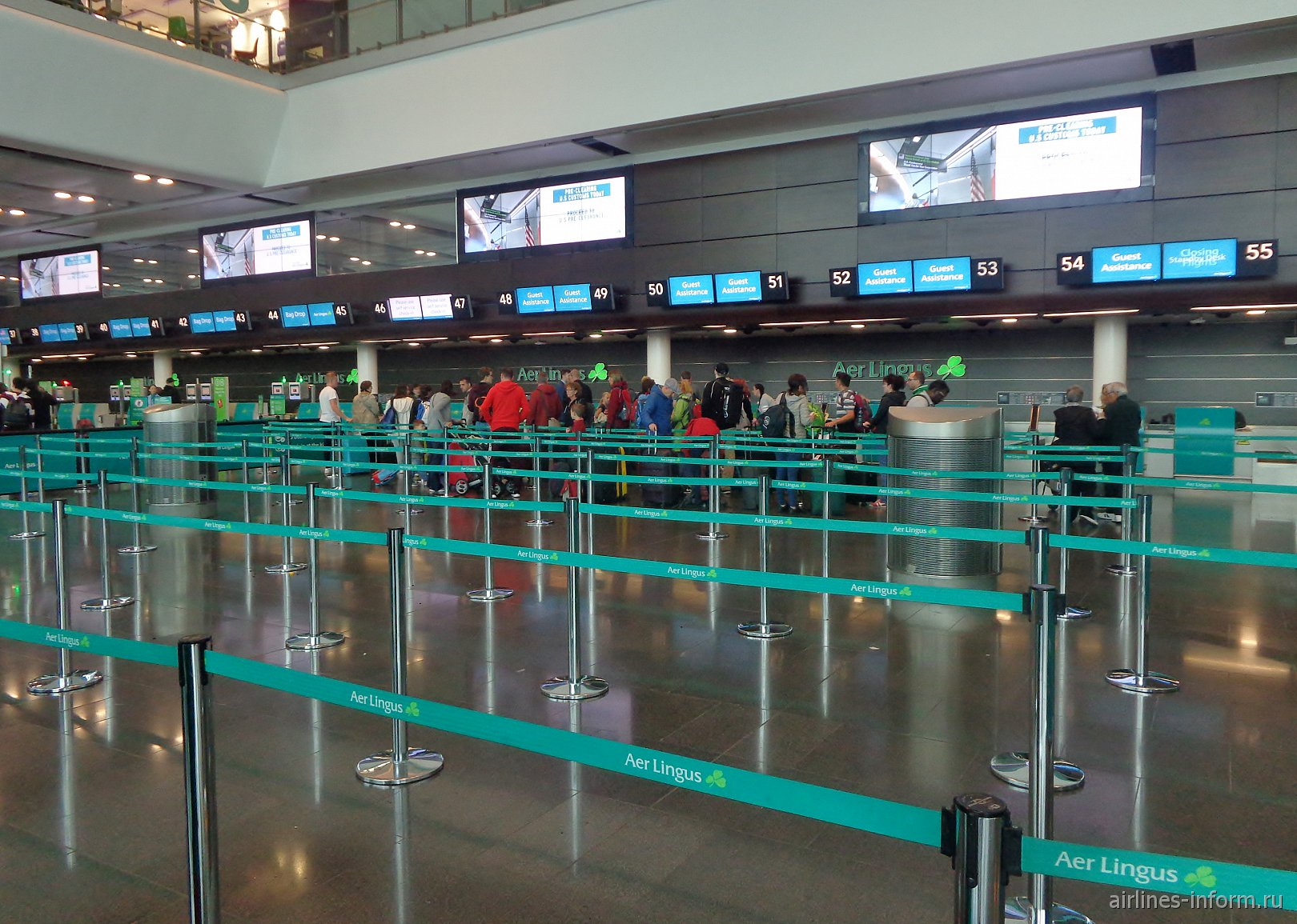 Стойки регистрации авиакомпании Aer Lingus в терминале 2 аэропорта Дублин