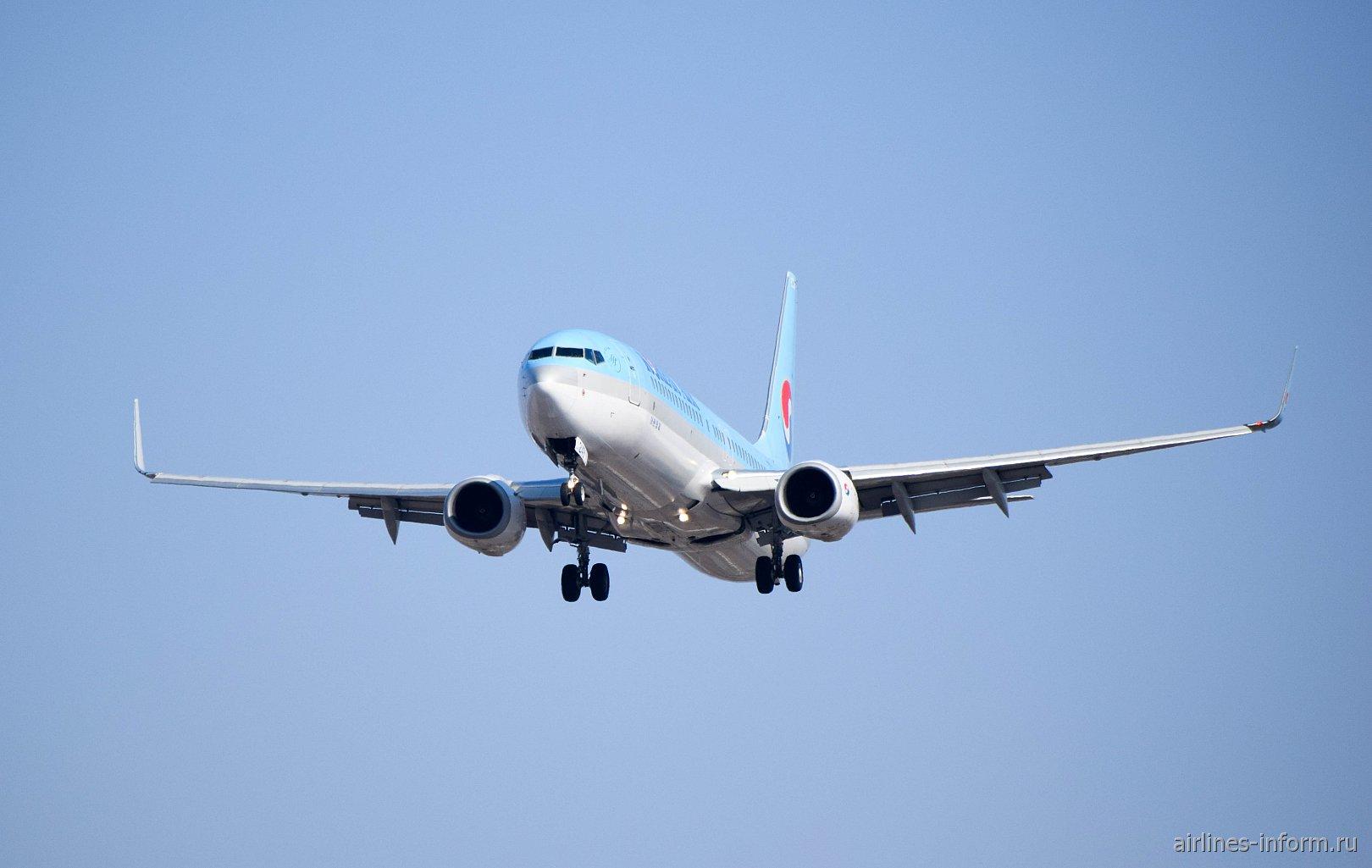 В полете авиалайнер Боинг-737-900 авиакомпании Korean Air