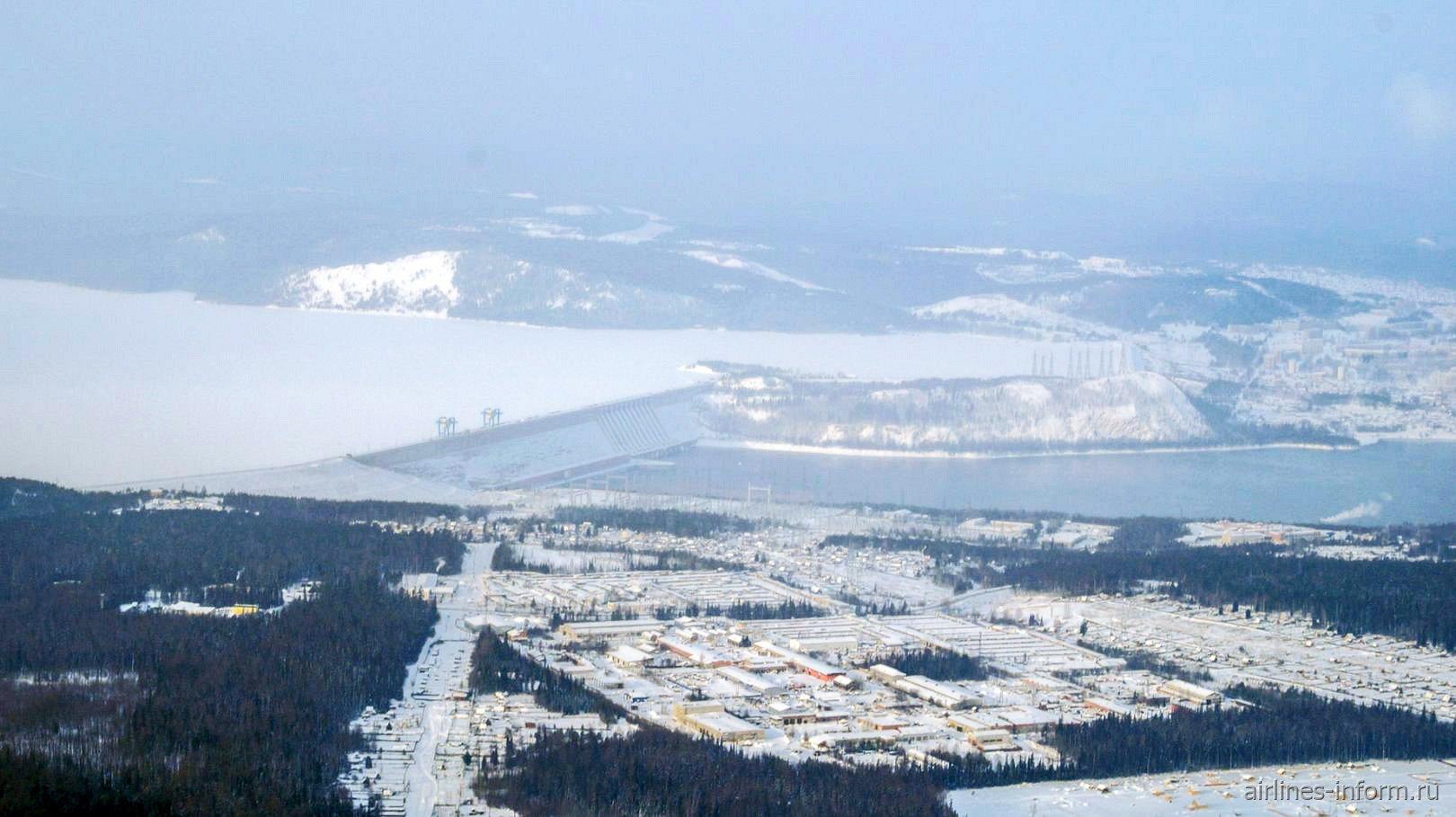Вид на Усть-Илимскую ГЭС