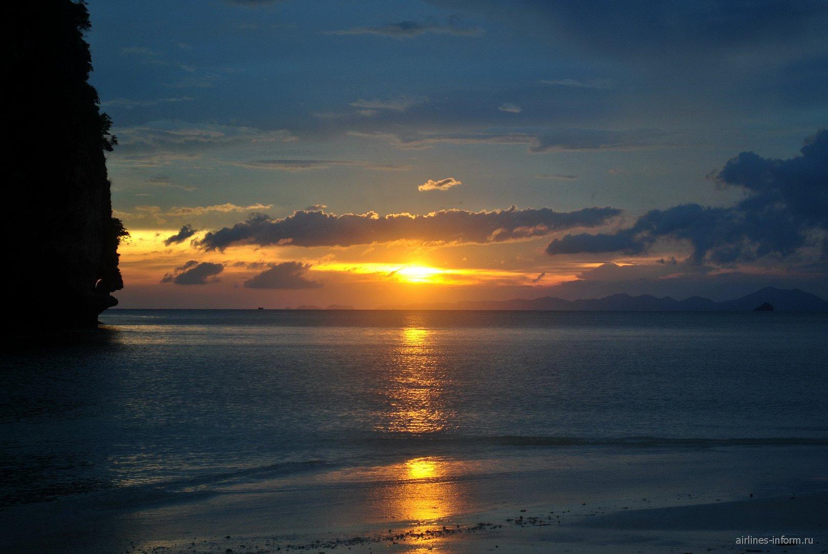 Облака на закате над Адаманским морем
