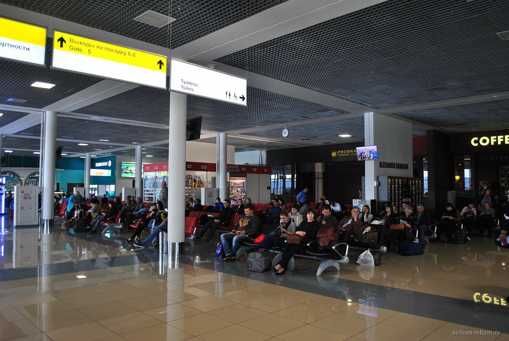 Зал ожидания в зоне вылета аэропорта Владивосток