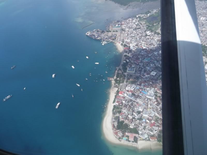 Полет над городом Стоун-Таун