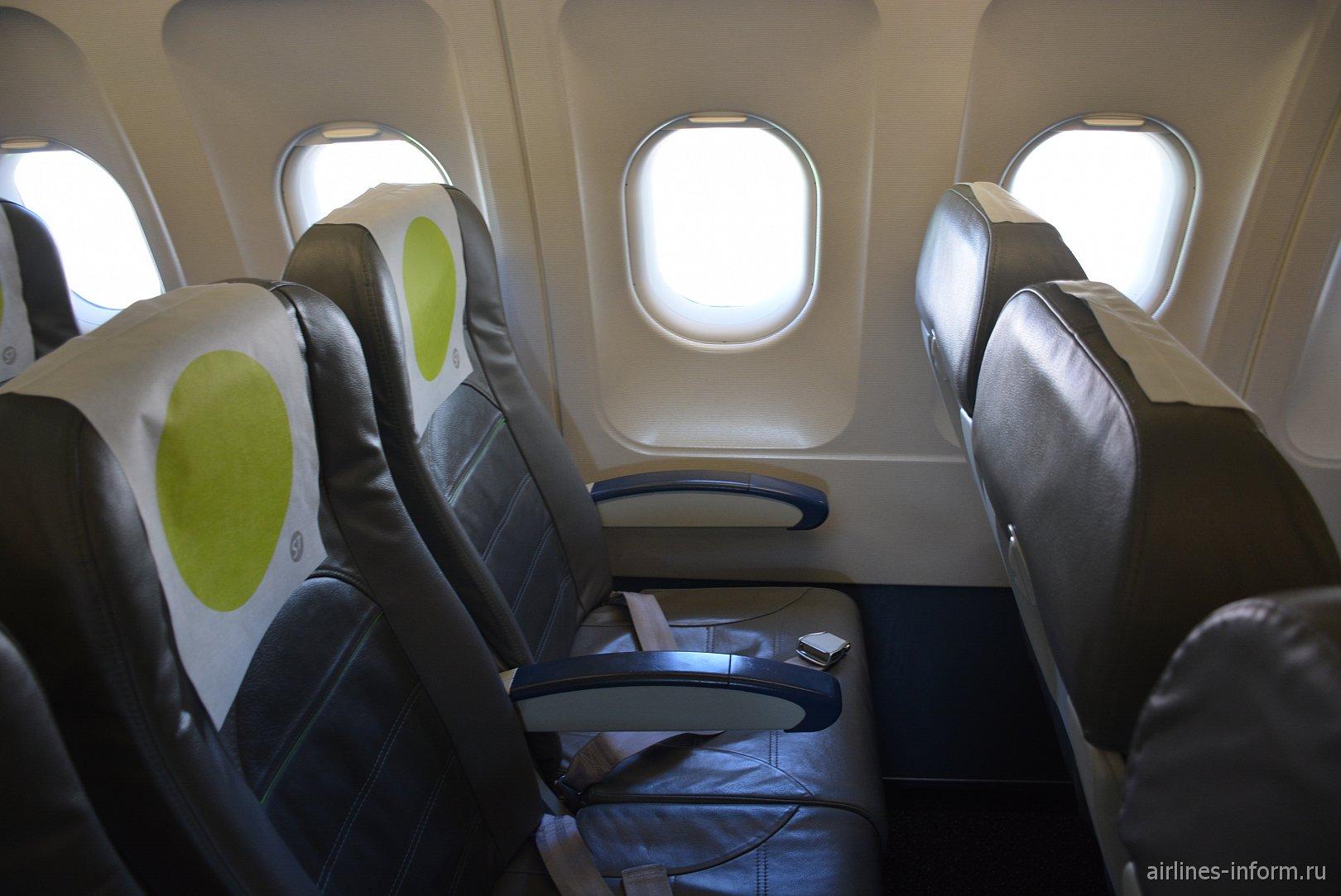 Пассажирские кресла в самолете Airbus A319 авиакомпании S7 Airlines