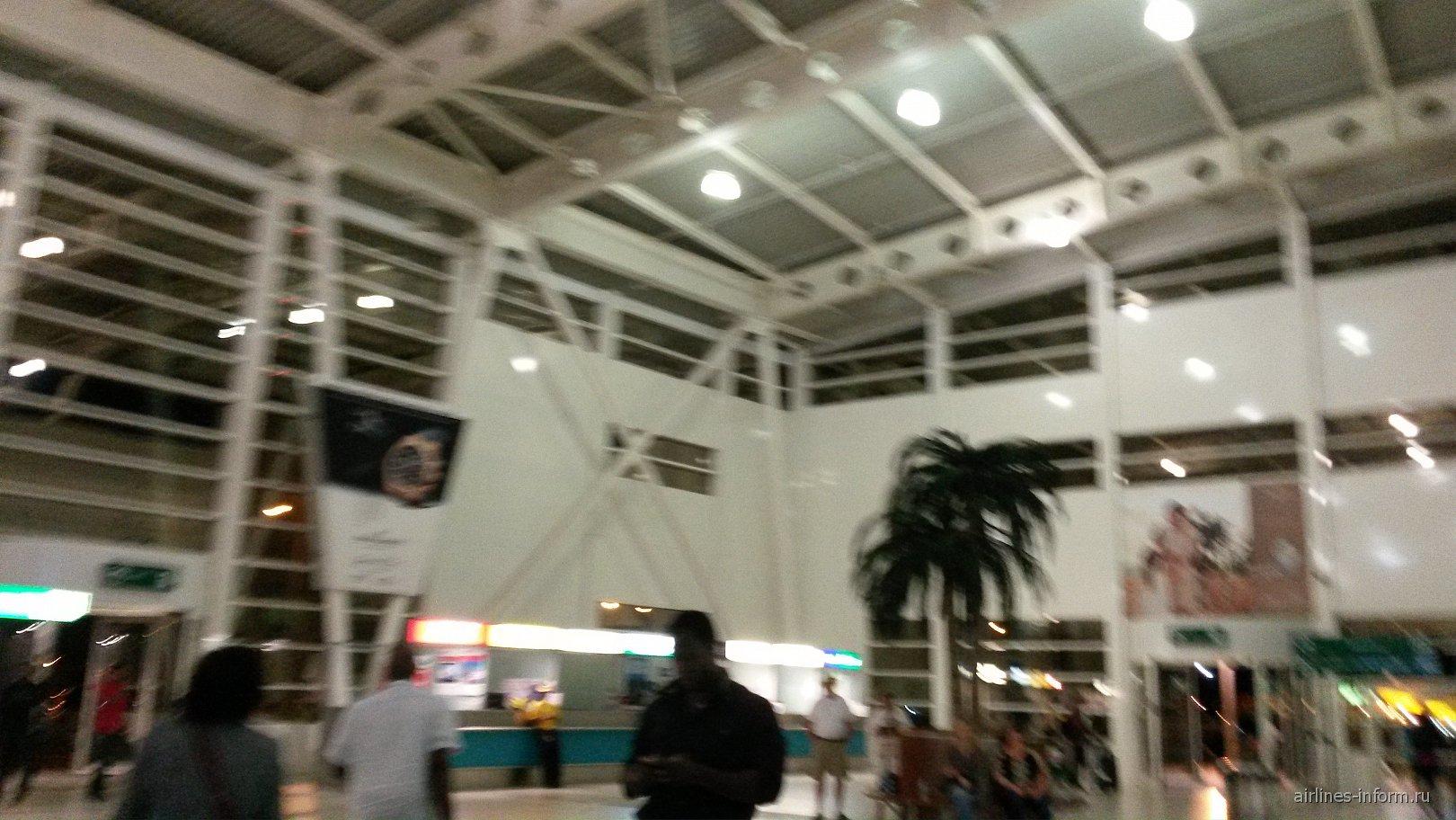В аэропорту Сен-Мартен
