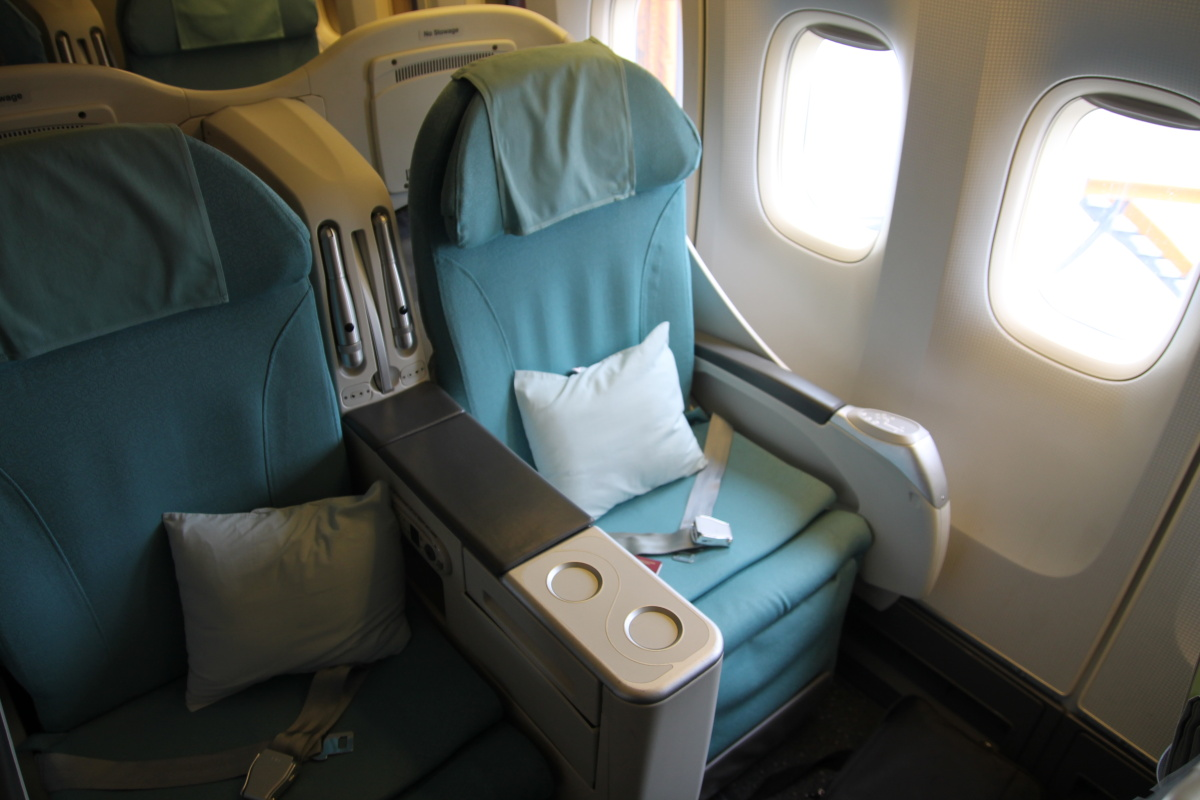 Кресла бизнес-класса в самолете Боинг-747-400 Korean Air