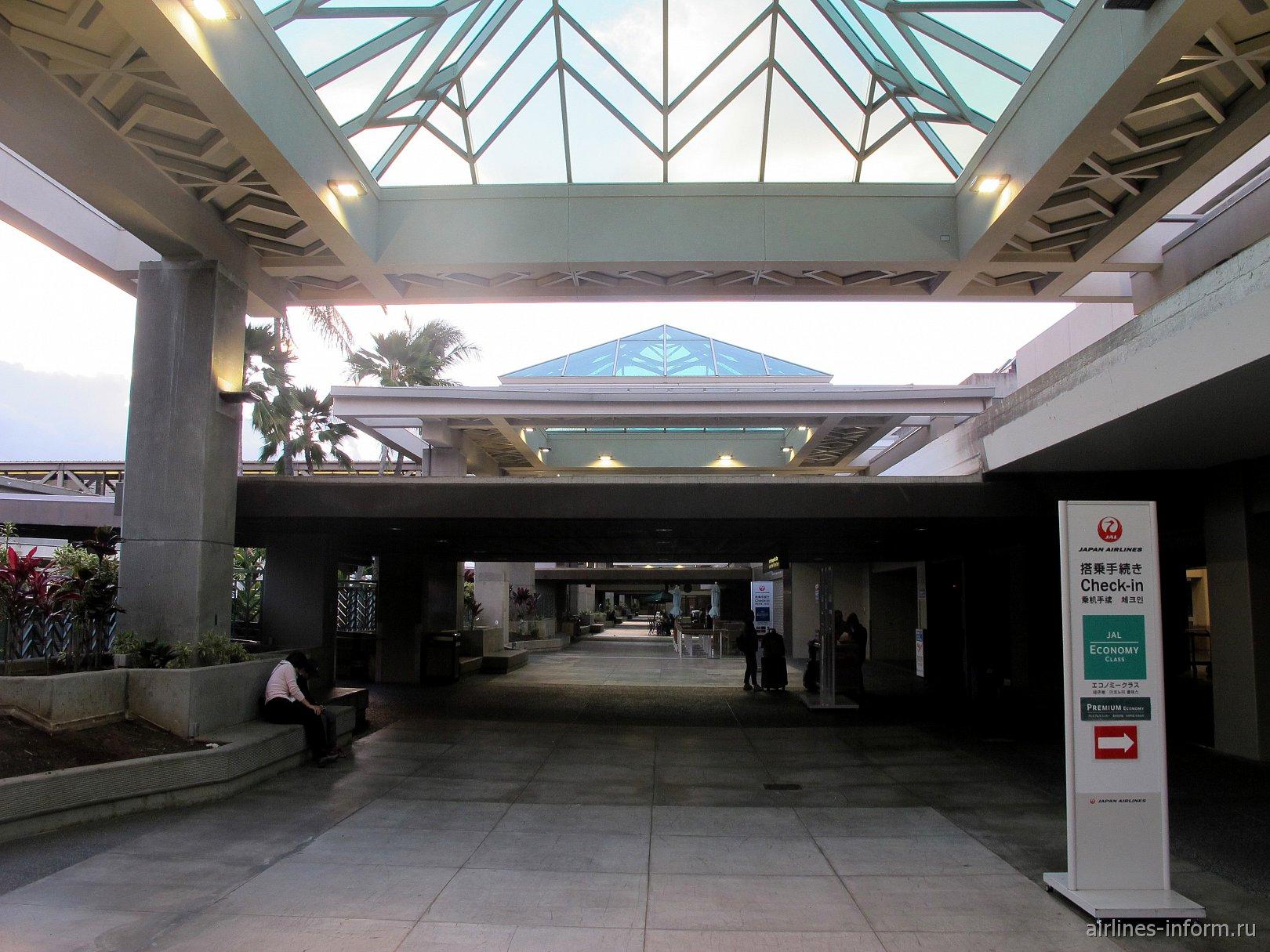 Галерея у входа в аэропорт Гонолулу