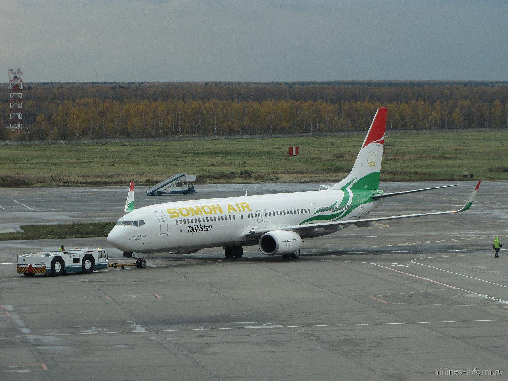 Boeing 737-900 авиакомпании Somon Air в аэропорту Домодедово
