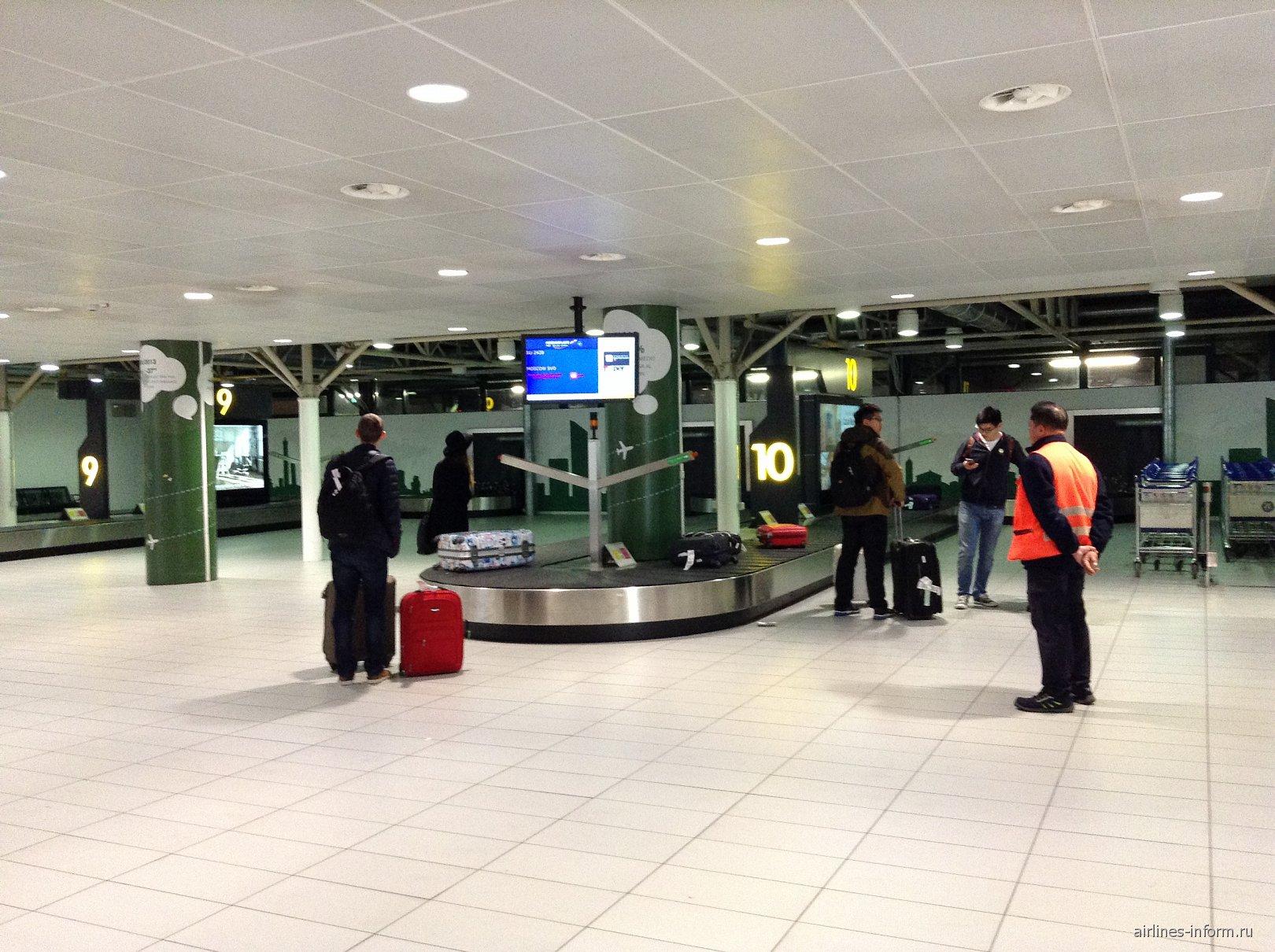 Зал выдачи багажа в аэропорту Болонья Гульельмо Маркони