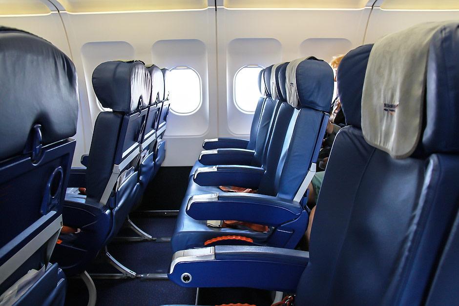 Кресла эконом-класса старого образца в самолете Airbus A321 Аэрофлота