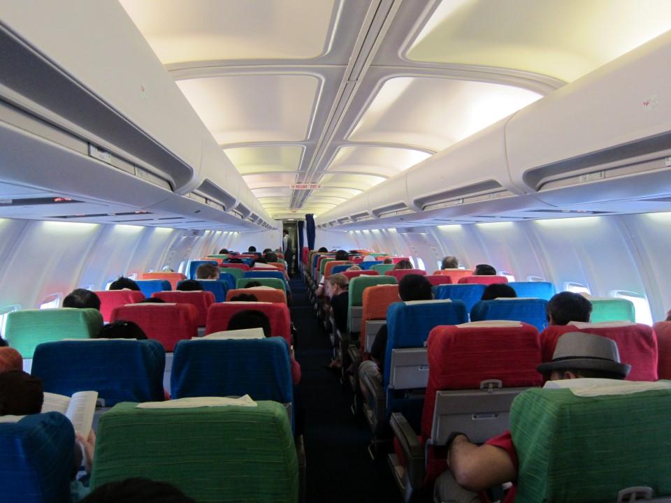 Салон самолета Боинг-737-400 авиакомпании Malaysia Airlines